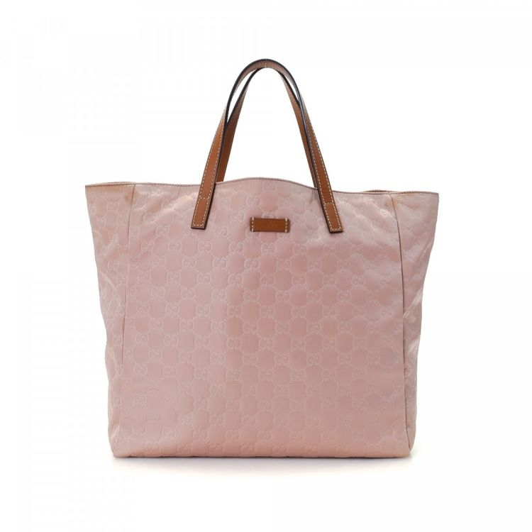 816aa300bbf LXRandCo guarantees the authenticity of this vintage Gucci Bag tote. This  lovely large handbag was crafted in guccissima nylon in beautiful pale pink.