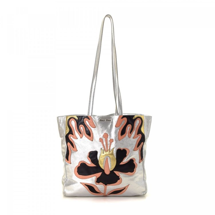 LXRandCo guarantees the authenticity of this vintage Miu Miu Applique Bag  tote. Crafted in leather e7cb4017e2f73