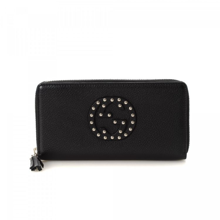 16841321e1b LXRandCo guarantees this is an authentic vintage Gucci Studded Soho Zip  Around wallet. This beautiful coin purse in black is made of leather.