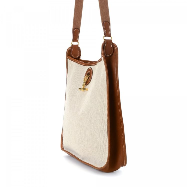 255f7054447a LXRandCo guarantees this is an authentic vintage Hermès Vespa PM shoulder  bag. This iconic pocketbook in beautiful beige is made in toile canvas.