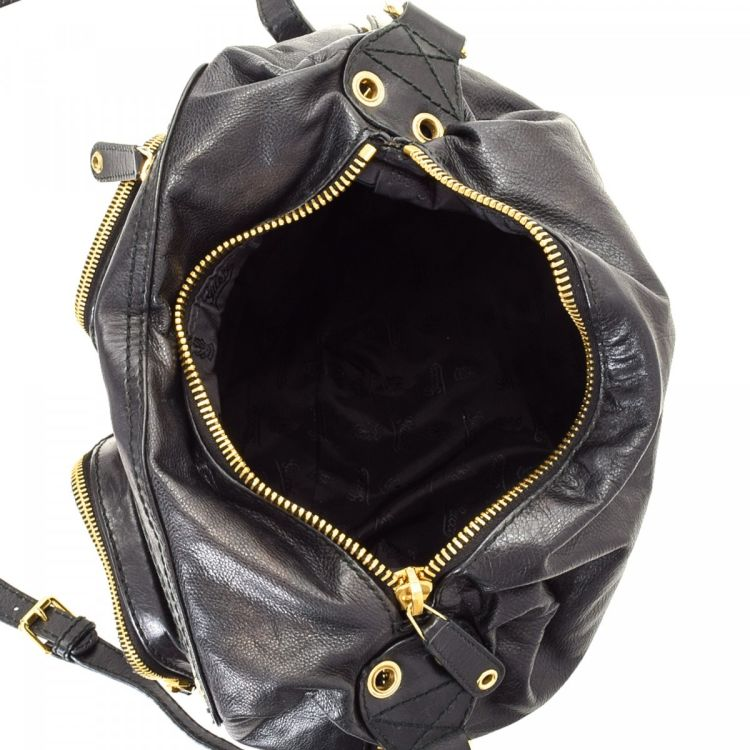 45ab83afe23 LXRandCo guarantees this is an authentic vintage Gucci Darwin Convertible  backpack. Crafted in leather