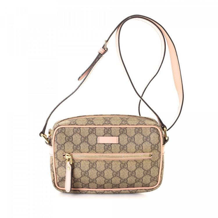 7ac191a1f6800 The authenticity of this vintage Gucci Crossbody Bag messenger   crossbody  bag is guaranteed by LXRandCo. Crafted in gg supreme coated canvas