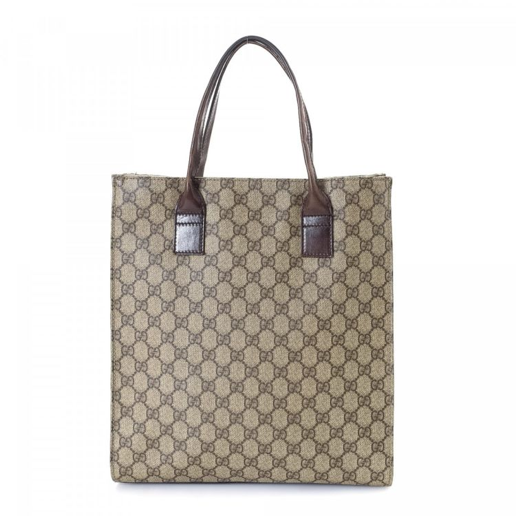 a547c7ff4c45 The authenticity of this vintage Gucci tote is guaranteed by LXRandCo. This  chic tote bag was crafted in gg supreme coated canvas in beige.