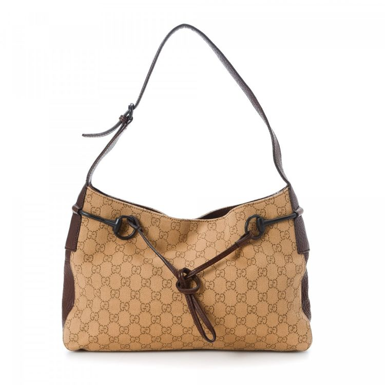 771609720 The authenticity of this vintage Gucci Horsebit shoulder bag is guaranteed  by LXRandCo. This signature bag in beige is made in gg canvas.