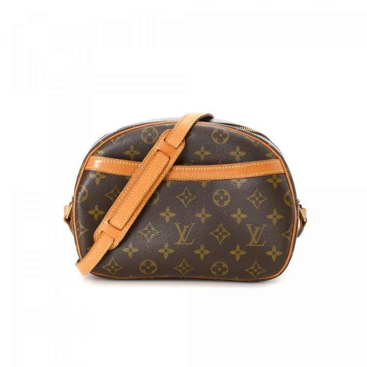 87a9ade73e3b The authenticity of this vintage Louis Vuitton Blois messenger   crossbody  bag is guaranteed by LXRandCo. This exquisite saddle bag was crafted in  monogram ...
