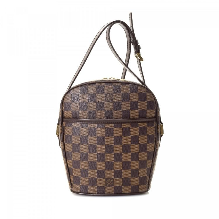 d097409e3e367 LXRandCo guarantees the authenticity of this vintage Louis Vuitton Ipanema  PM messenger   crossbody bag. Crafted in damier ebene coated canvas