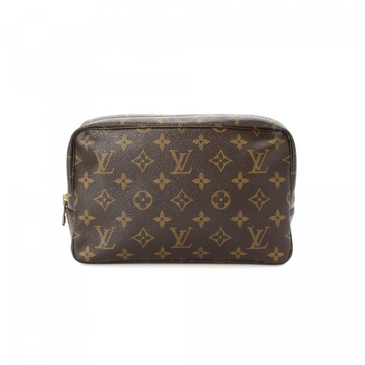 a36844fb91e4 The authenticity of this vintage Louis Vuitton Trousse de Toilette 23  vanity case   pouch is guaranteed by LXRandCo. This elegant toiletry bag in  brown is ...