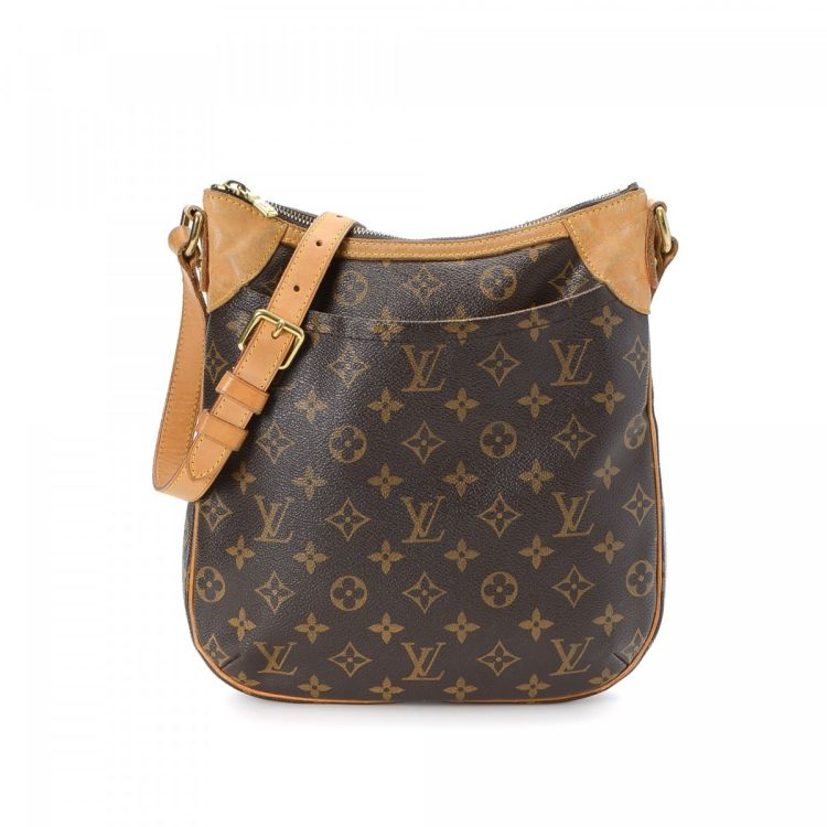 946cd1442b79 The authenticity of this vintage Louis Vuitton Odeon PM messenger   crossbody  bag is guaranteed by LXRandCo. Crafted in monogram coated canvas