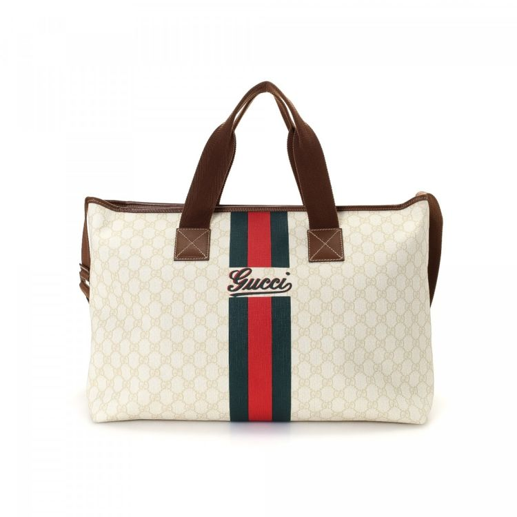 5bb87acefd2 LXRandCo guarantees this is an authentic vintage Gucci travel bag. Crafted  in gg supreme coated canvas