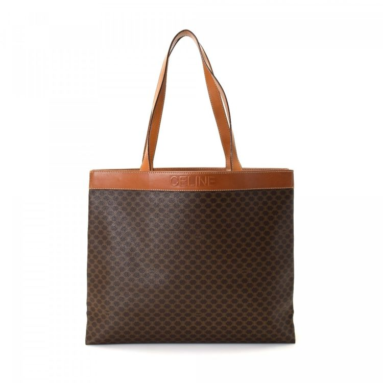 LXRandCo guarantees the authenticity of this vintage Céline Bag tote. This  signature work bag in brown is made in macadam coated canvas. 389b2c0908d9c