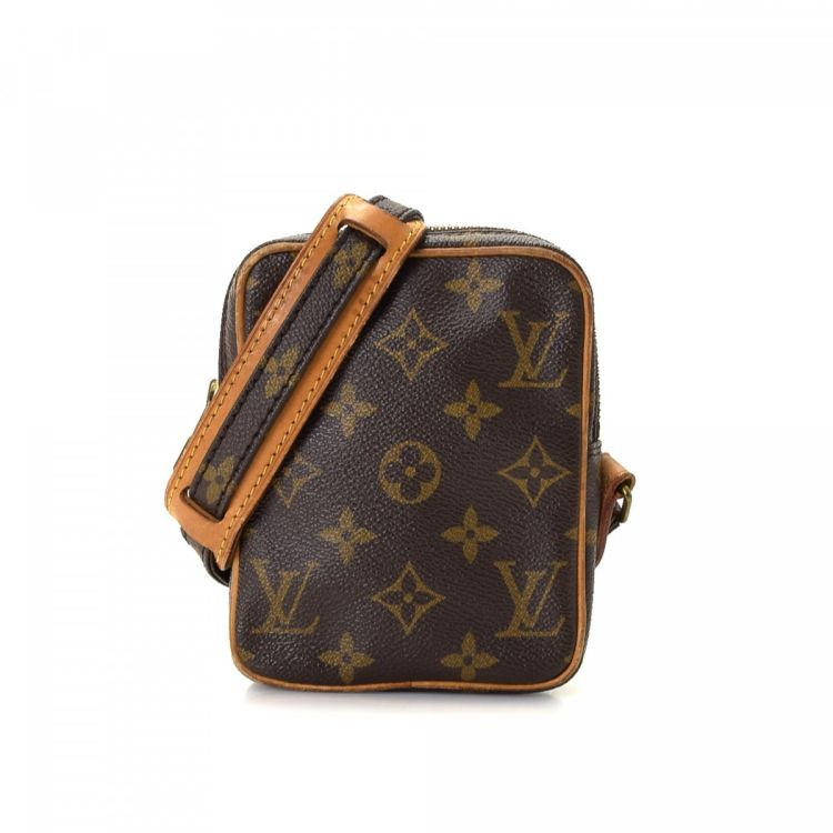 7adde29b98a9 The authenticity of this vintage Louis Vuitton Mini Danube messenger    crossbody bag is guaranteed by LXRandCo. Crafted in monogram coated canvas