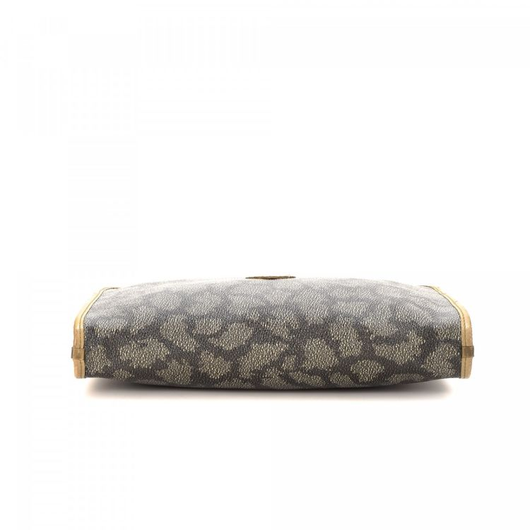 158ccd42555 The authenticity of this vintage Yves Saint Laurent clutch is guaranteed by  LXRandCo. This sophisticated wristlet comes in taupe coated canvas.