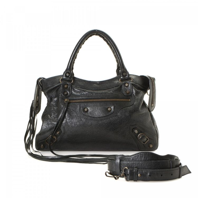 f6090a741161 LXRandCo guarantees this is an authentic vintage Balenciaga Classic Town  shoulder bag. Crafted in lambskin