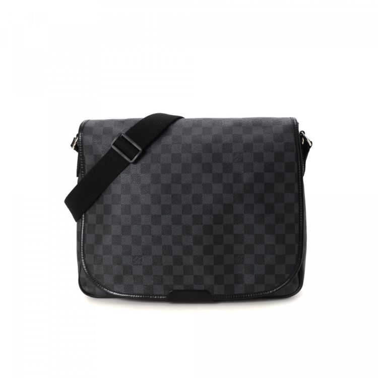 fd750f351d638 ... Louis Vuitton Daniel MM messenger   crossbody bag is guaranteed by  LXRandCo. This lovely messenger   crossbody bag was crafted in damier  graphite coated ...