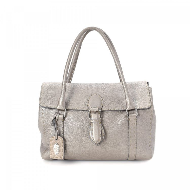 d9606c00a4 LXRandCo guarantees the authenticity of this vintage Fendi Selleria Linda shoulder  bag. This practical bag was crafted in cuoio romano leather in metallic ...