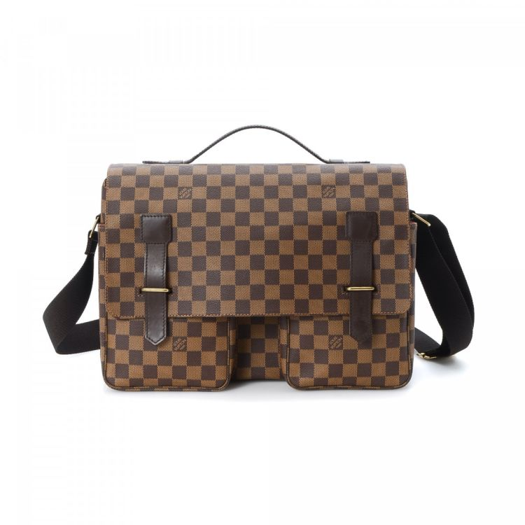 227ff4e50c5b LXRandCo guarantees the authenticity of this vintage Louis Vuitton Broadway  messenger   crossbody bag. This iconic messenger   crossbody bag was  crafted in ...