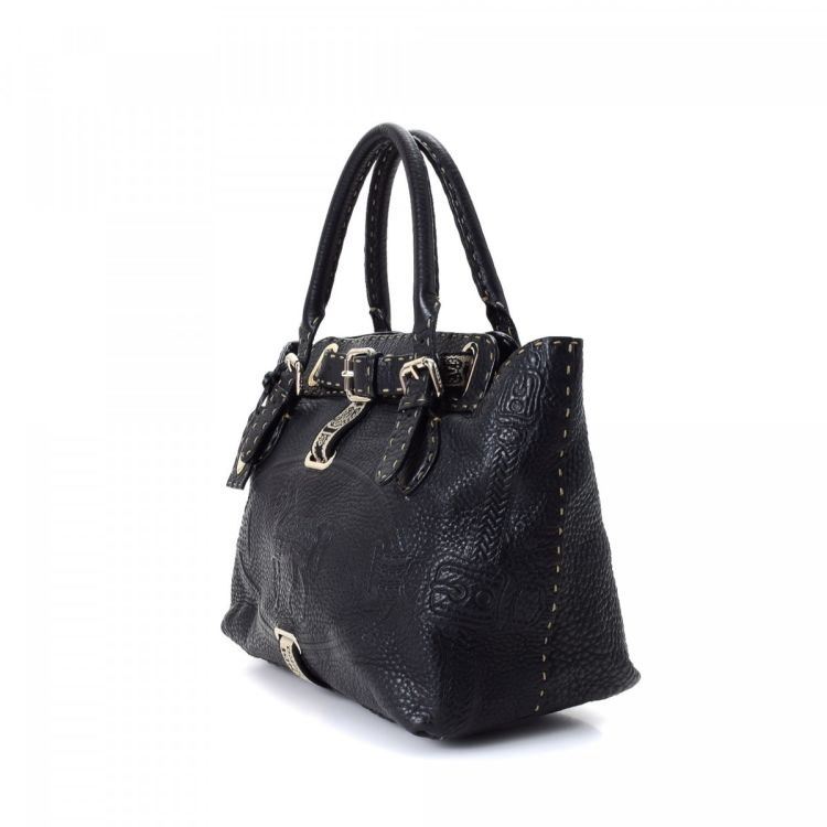 666902b8aa1e LXRandCo guarantees the authenticity of this vintage Fendi Selleria Villa  Borghese handbag. This stylish handbag was crafted in cuoio romano leather  in ...
