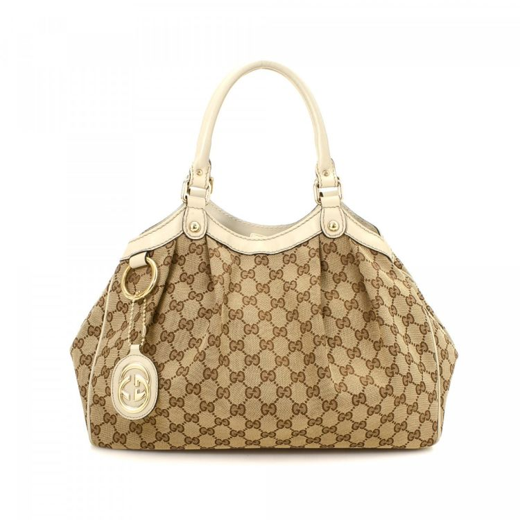 b6c039b1fa94 The authenticity of this vintage Gucci Sukey handbag is guaranteed by  LXRandCo. This refined purse in beautiful beige is made in gg canvas.