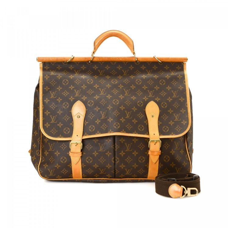 f48bae2eb14e LXRandCo guarantees the authenticity of this vintage Louis Vuitton Sac  Chasse travel bag. Crafted in monogram coated canvas