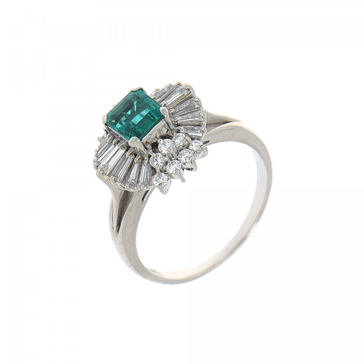 petite emerald jewelry estate ring platinum diamond and