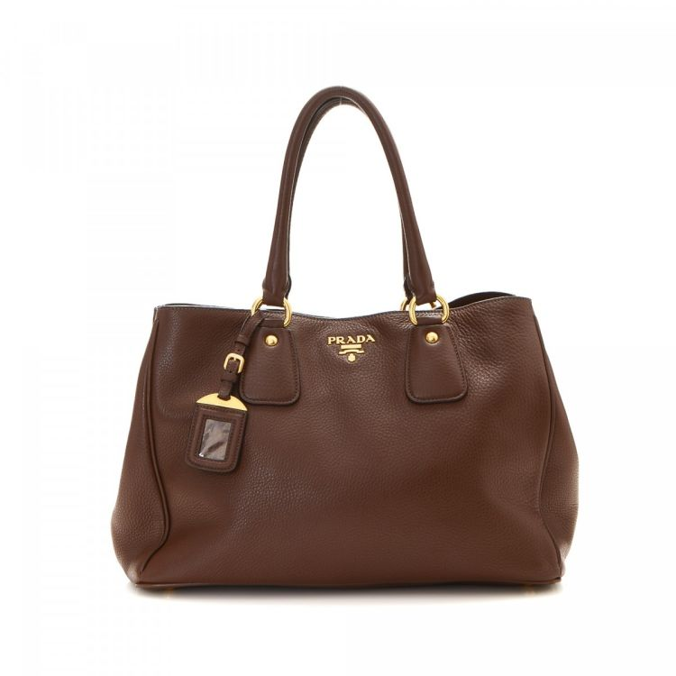 96db132026d3 LXRandCo guarantees the authenticity of this vintage Prada tote. This  elegant work bag in beautiful brown is made in vitello daino leather.