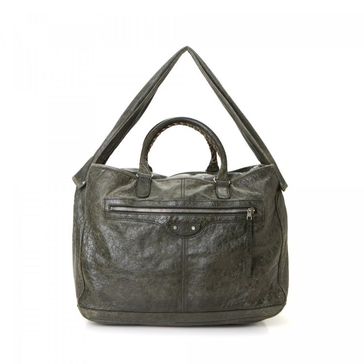 d5c9a72f62bd LXRandCo guarantees this is an authentic vintage Balenciaga Bridge shoulder  bag. This luxurious pocketbook in green is made of lambskin.