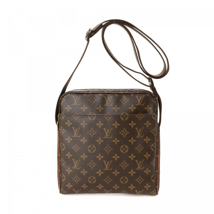 The authenticity of this vintage Louis Vuitton Trotteur Beaubourg PM  messenger   crossbody bag is guaranteed by LXRandCo. Crafted in monogram  coated canvas 4483098a98cde