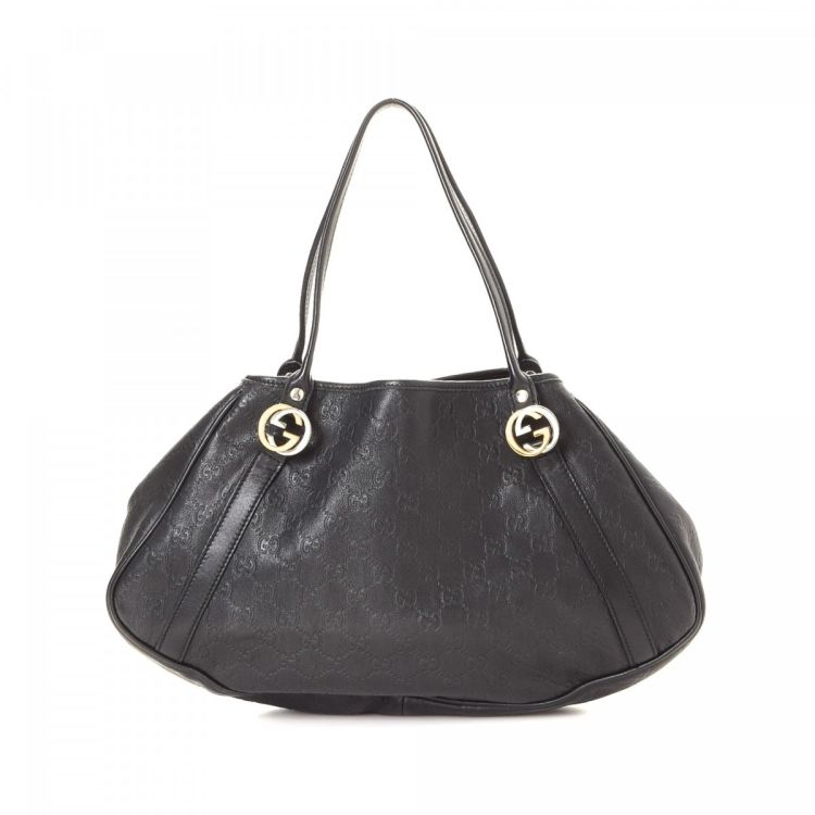 ee1189be415 LXRandCo guarantees the authenticity of this vintage Gucci shoulder bag.  This everyday purse in black is made in guccissima patent leather.