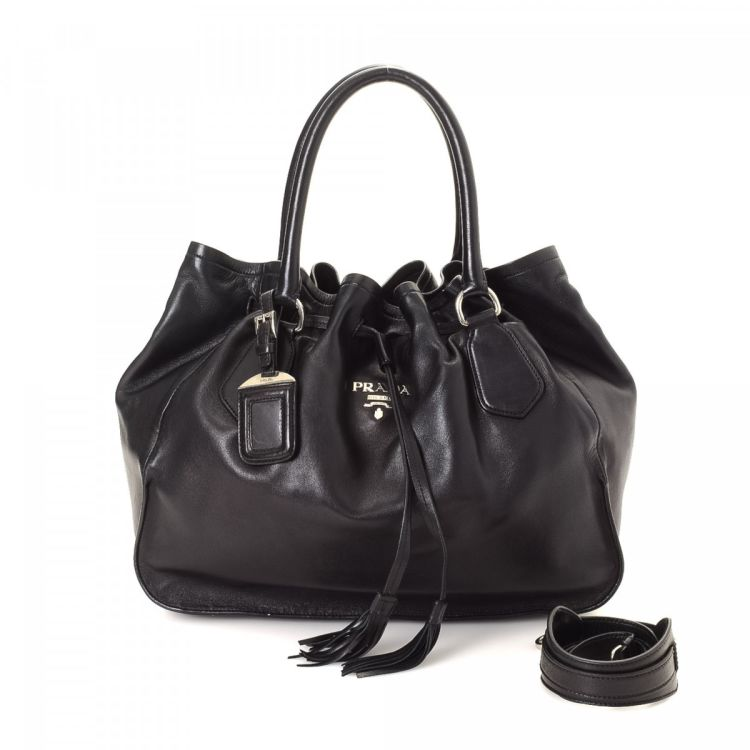 6007c714406b LXRandCo guarantees this is an authentic vintage Prada Bag tote. Crafted in nappa  leather, this stylish tote comes in beautiful black.