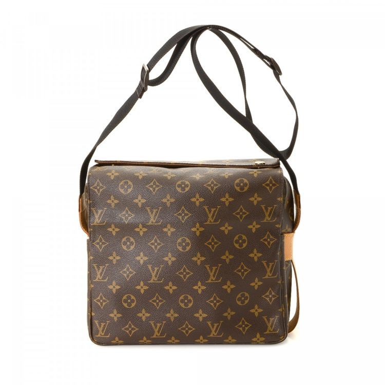 45df1d7345098 LXRandCo guarantees the authenticity of this vintage Louis Vuitton Naviglio  messenger   crossbody bag. This stylish hobo bag was crafted in monogram  coated ...
