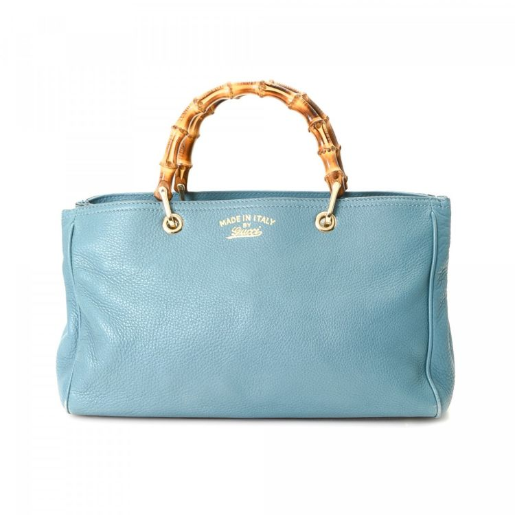 LXRandCo guarantees the authenticity of this vintage Gucci Bamboo handbag.  Crafted in leather 9e4da96a6f7ee