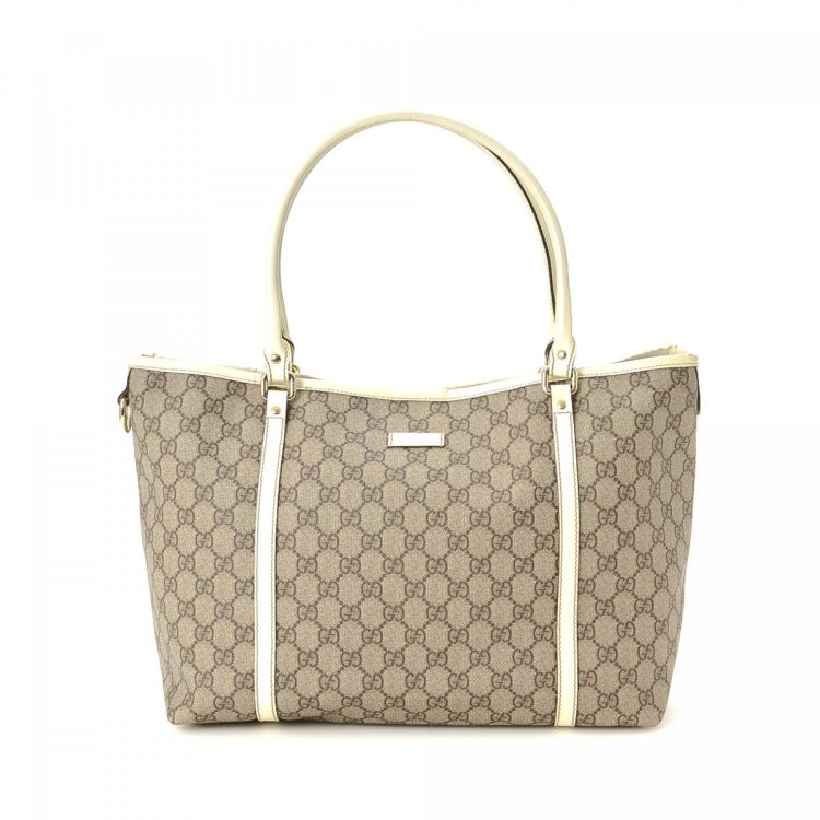 7802f3f46 LXRandCo guarantees the authenticity of this vintage Gucci Joy tote. This  beautiful work bag in beige is made in gg supreme coated canvas.