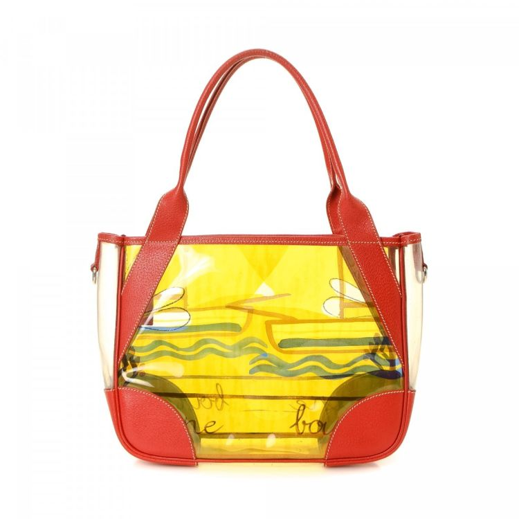 22a35975471 The authenticity of this vintage Prada Beach Bag tote is guaranteed by  LXRandCo. This everyday bag was crafted in vinyl in beautiful multi color.