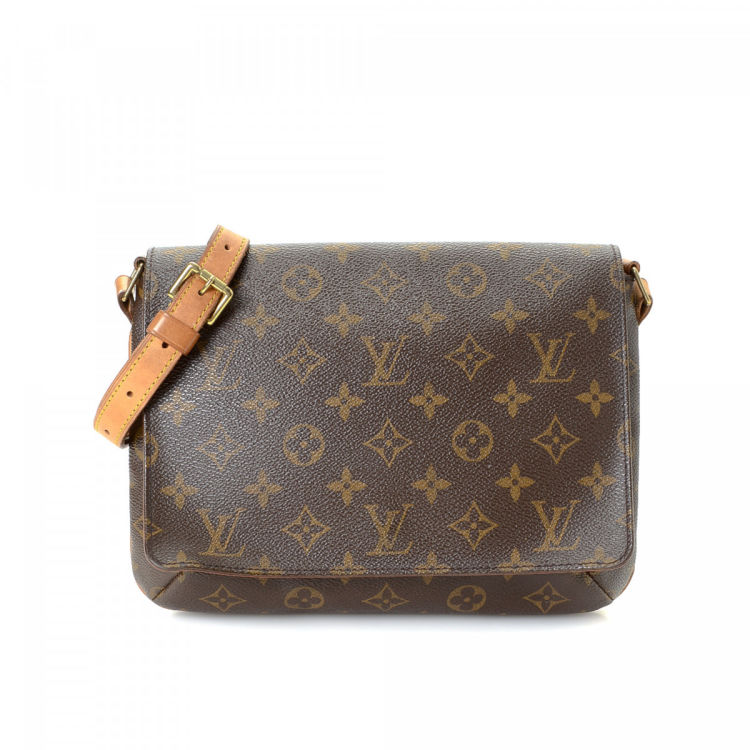 e2167a78edc1 The authenticity of this vintage Louis Vuitton Musette Tango Short Strap  shoulder bag is guaranteed by LXRandCo. This chic bag was crafted in  monogram ...
