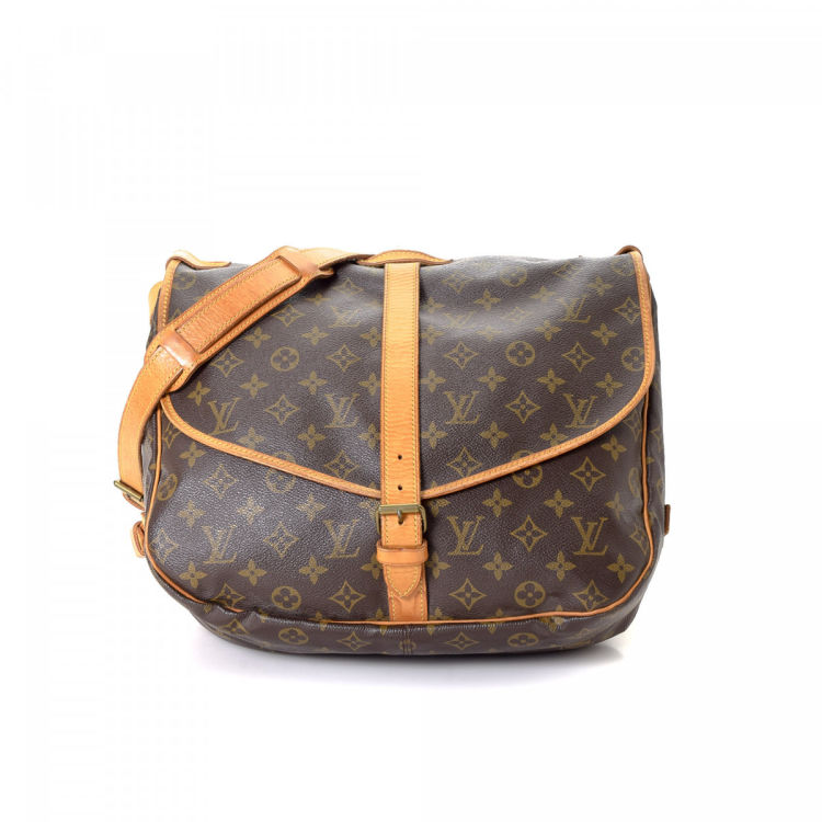 LXRandCo guarantees the authenticity of this vintage Louis Vuitton Saumur  35 messenger   crossbody bag. This stylish saddle bag was crafted in  monogram ... dbff1cbe33ab5