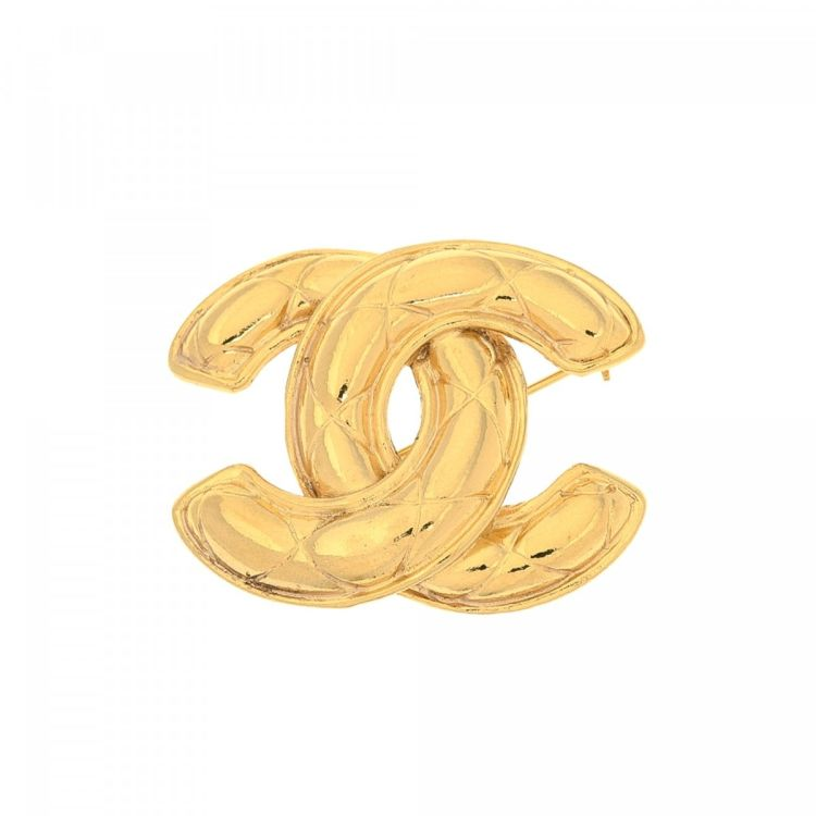 04943ea3138 LXRandCo guarantees this is an authentic vintage Chanel CC Logo Quilted Pin  brooch. This everyday brooch in gold tone is made of gold plated metal.