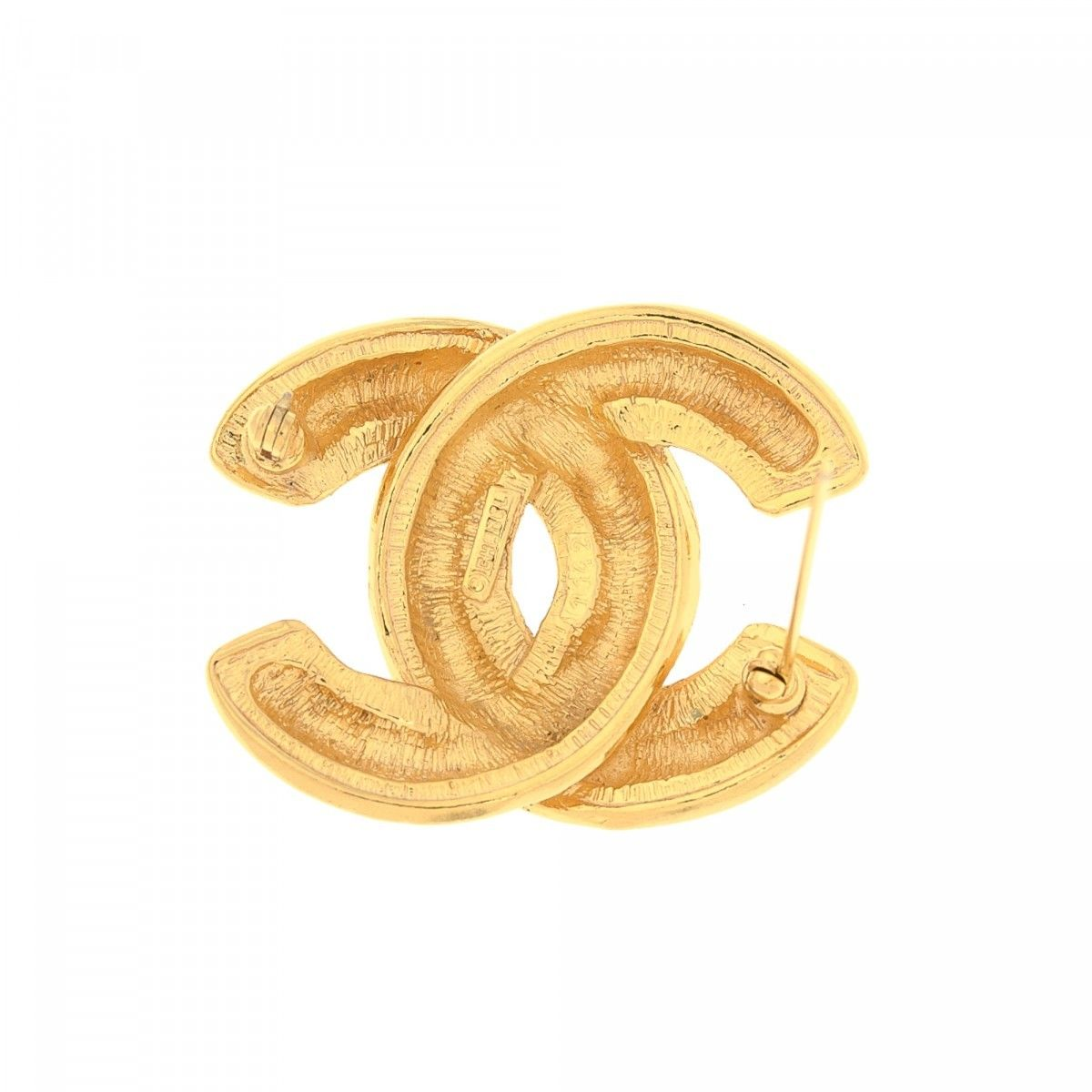 39f3c988c18 CC Logo Quilted Pin Brooch. Free Shipping. LXRandCo guarantees this is an authentic  vintage Chanel CC Logo Quilted Pin brooch. This everyday brooch in gold ...