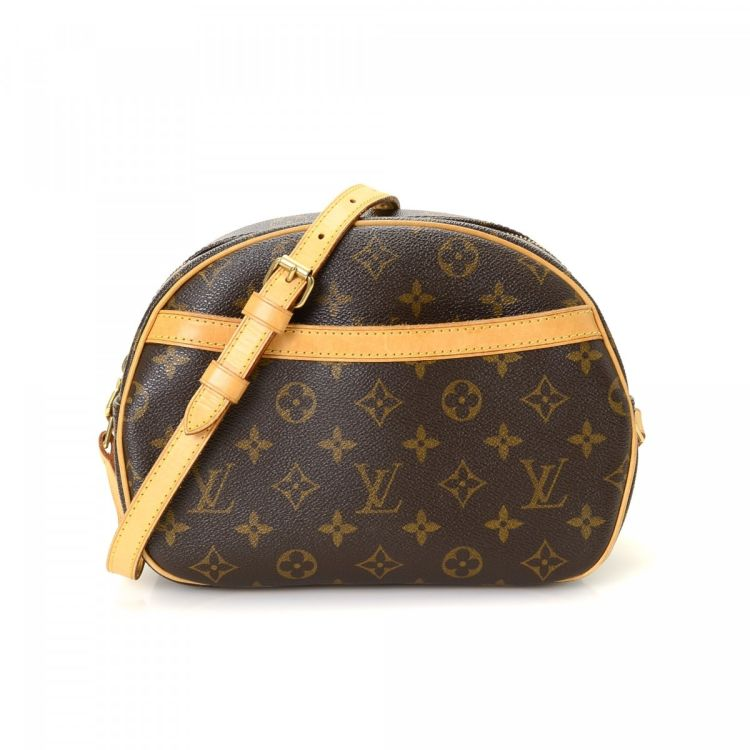 d9a17b79dfa1 The authenticity of this vintage Louis Vuitton Blois messenger   crossbody  bag is guaranteed by LXRandCo. This lovely messenger   crossbody bag was  crafted ...
