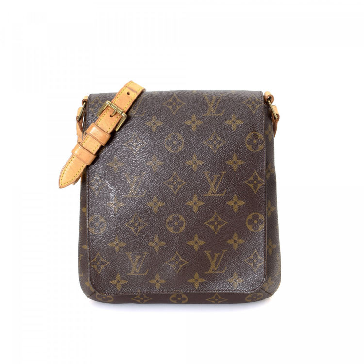 472763c751a44 LXRandCo guarantees the authenticity of this vintage Louis Vuitton Musette  Salsa Short Strap shoulder bag. Crafted in monogram coated canvas
