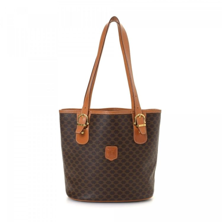 5e14da703b6 LXRandCo guarantees the authenticity of this vintage Céline shoulder bag.  This signature pocketbook in brown is made in macadam coated canvas.