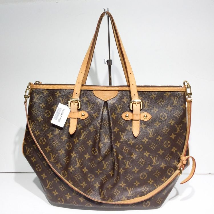 The authenticity of this vintage Louis Vuitton Palermo GM tote is  guaranteed by LXRandCo. This luxurious bag in brown is made in monogram  coated canvas. bf142047ac347