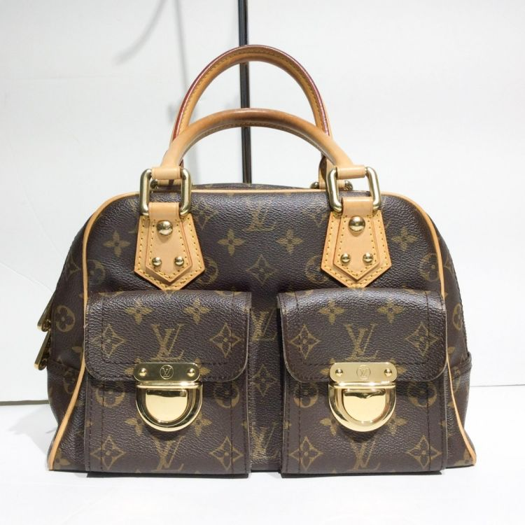 704181ed3bb5 The authenticity of this vintage Louis Vuitton Manhattan PM handbag is  guaranteed by LXRandCo. This refined bag in brown is made in monogram  coated canvas.