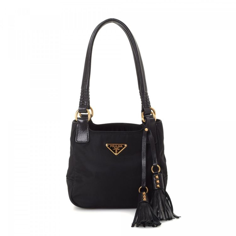 cd761121e4ca LXRandCo guarantees this is an authentic vintage Prada handbag. This  signature pocketbook was crafted in tessuto nylon in black. Very good  condition  (A)