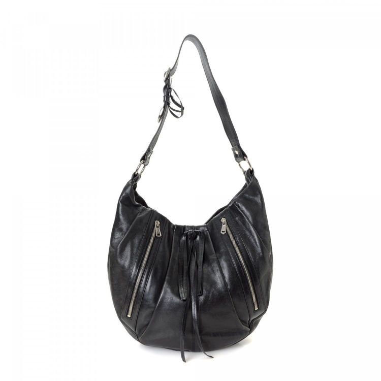 807b3efa7f47 The authenticity of this vintage Yves Saint Laurent shoulder bag is  guaranteed by LXRandCo. This stylish bag comes in black leather.