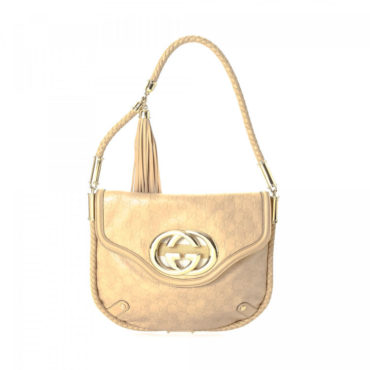 3390ffba8c56df The authenticity of this vintage Gucci Britt Tassel shoulder bag is  guaranteed by LXRandCo. This practical shoulder bag in beautiful beige is  made in ...