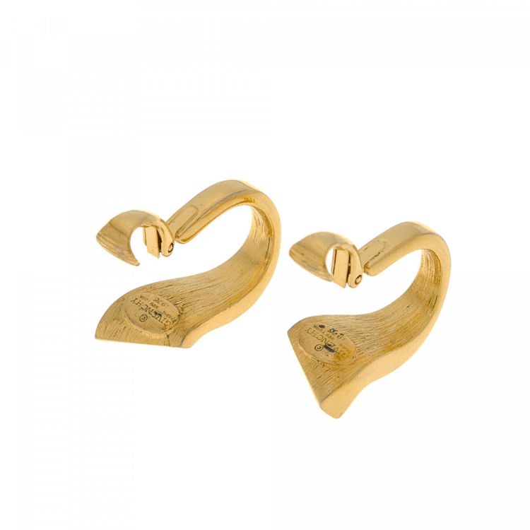 Lxrandco Guarantees The Authenticity Of These Vintage Givenchy Clip On Earrings Chic In Beautiful Gold Are Made Metal
