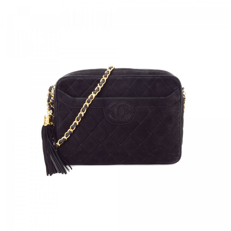 LXRandCo guarantees this is an authentic vintage Chanel Chain shoulder bag.  Crafted in suede fa16552b58e37