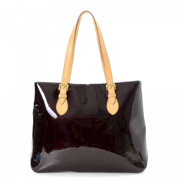5794536eee37 The authenticity of this vintage Louis Vuitton Brentwood tote is guaranteed  by LXRandCo. Crafted in monogram vernis patent leather