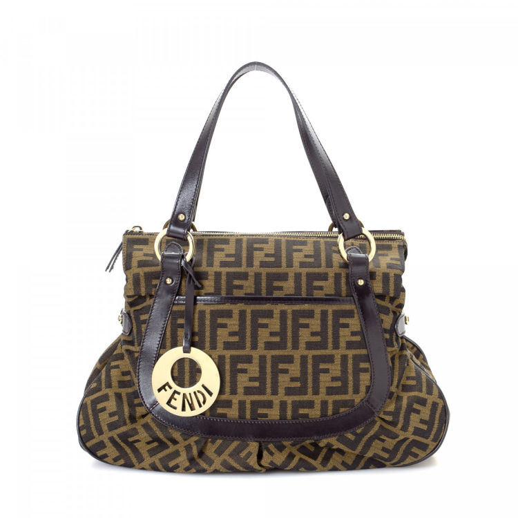 6cb2a3563d5d LXRandCo guarantees this is an authentic vintage Fendi Chef handbag.  Crafted in zucca canvas