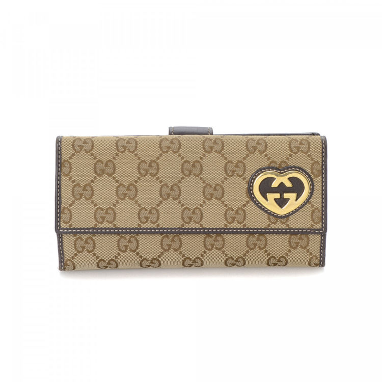 2c2f60024f79 The authenticity of this vintage Gucci Heart-shaped Interlocking G Continental  wallet is guaranteed by LXRandCo. This stylish wallet in beige is made in gg  ...